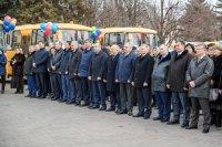 Карачаево-Черкесия получила 43 новых школьных автобуса и 18 машин скорой помощи